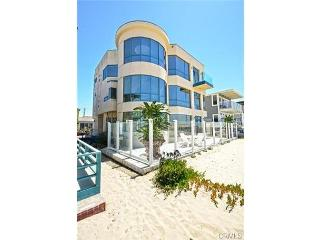 Surfside 3 Story Oceanfront Vacation Home, Seal Beach
