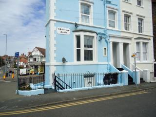 Pied-à-Terre 2 minutes walk from Viking Bay, 5 minutes to town