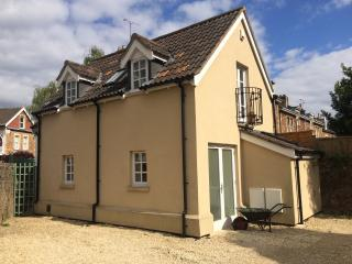 Holiday cottage in Clifton, Bristol, with parking.