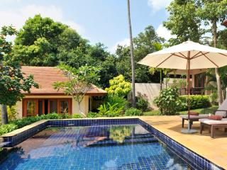 Villa 51 - Walk to beach (2 BR option) continental breakfast included
