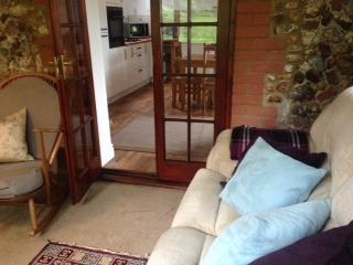Snug sittingroom with TV and DVD