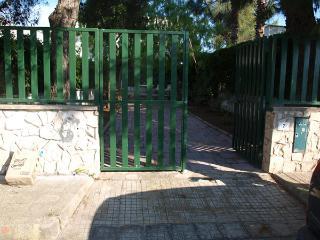 Villetta Laura con nuovo patio attrezzato e giardino 150 metri dal mare 4 posti