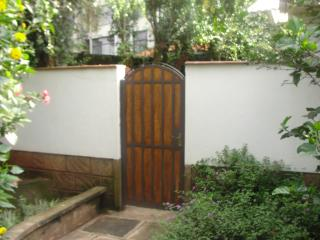 BEAUTIFUL FULLY FURNISHED AND SERVICED COTTAGE, Nairobi