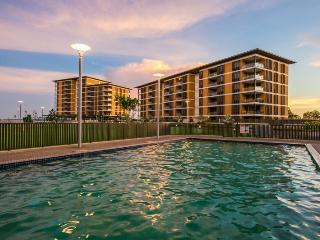 6210 Absolute Waterfront Harbour View Apartment, Darwin