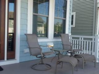 Large porch also with table and chairs