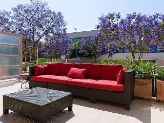 Golden Gardens - Terraza trasera muebles de terraza.