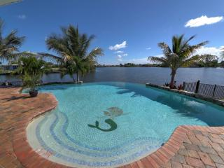 Serenity's Edge - Waterfront Luxury, Views, Privacy & Direct Gulf Access