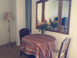 cozy 2 bedroom ohana walking distance to Paia