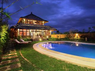 Canggu - Canggu Tropical Retreat 3 Bedrooms