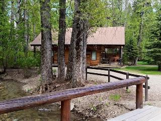 Cabin 8 - Glacier Wilderness Resort, West Glacier