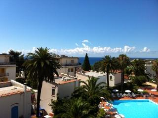 Flat with pool and beautiful view, San Remo