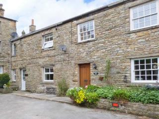 BRIDGE HOUSE, character cottage with woodburner, en-suite, amenities and walks