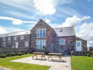GRANARY STONE HOUSE, luxury barn conversion, en-suite, snooker table, in Embleton, Ref 924725