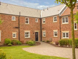 PEBBLES, on-site facilities, modern apartment on The Bay in Filey Ref 925349