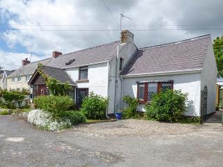 ROSE COTTAGE, semi-detached, enclosed garden, flexible zip/link beds, WiFi