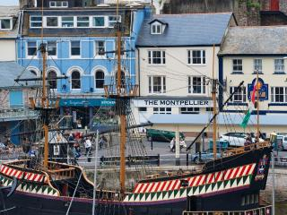 7 Montpellier Apartments, The Quay located in Brixham, Devon