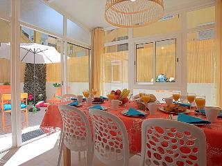 Alameda I - sunny patio, quiet residential area in central Lisbon, 5 min from metro