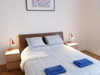 Spacious apartment in desirable location - 3785