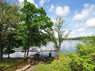 Delightful & Inviting 3 Bedroom Lakefront Townhome in the heart of Deep Creek, McHenry