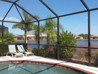 New Pool Villa with Lakeview in Gated Community, Venice