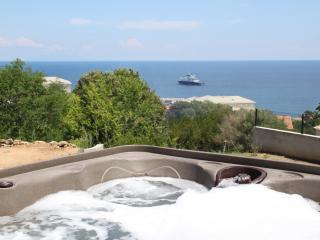 Villa neuve vue mer avec jaccuzi, calme assuré