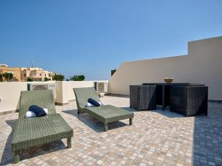 St Julians Hill Duplex 3 bedroom Penthouse, Saint Julian's