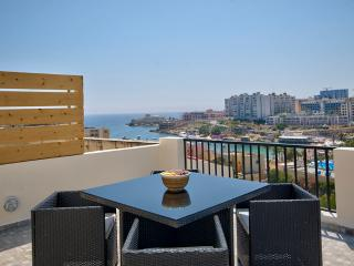 St Julians Hill Duplex 3 bedroom Penthouse, San Ġiljan