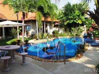 Romantic Palm Pool Villa & Large Tropical Garden