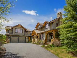 Exquisite 5BR Cordillera Home with Private Hot Tub and Sleeps 14, Edwards