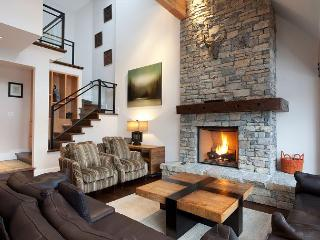 Pinnacle Ridge 21 | Whistler Platinum | Close to Ski Access, Private Hot Tub