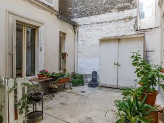Studette à Montmartre / 100m Abbesses