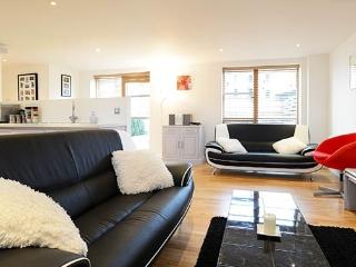 Open-plan 2 bed 2 bath apartment, Lacy Rd, Putney, Londres