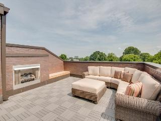 3BR/3.5BA Brand New, Spectacular Nashville Condo, Amazing Roof Deck, Sleeps 6