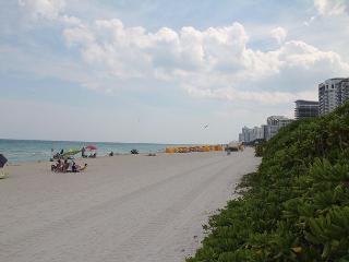 Couple Getaway on Miami Beach -Renovated Studio King Bed