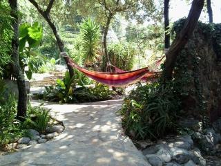 small house/big outdoor area/beach 40m, Korcula Island