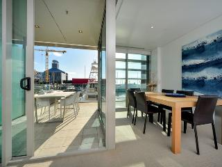 One bedroom Air Conditioned Waterfront Apartment in Lighter Quay, Auckland