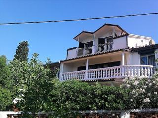 HOLIDAY HOUSE FOR 10, in Novi Vinodolski