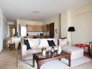 Trendy Apt, Close to Mikrolimano & Metro, Piraeus, Pireo