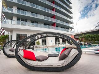 NEW Two Bedroom Luxury Condo with BeachClub, Hollywood