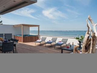 Villa neuve vue execptionnelle acces direct plage