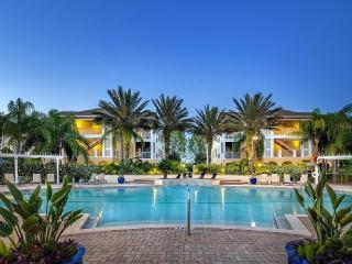 Beautiful Tampa Bay Vacation Condo Pool Side