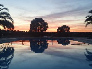 Sunset at the pool / Por do sol na piscina
