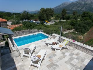Apartment Green Lagoon - Three  Bedroom Apartment with Terrace, BBQ and Private pool, Gruda