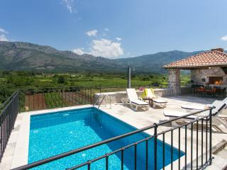 Villa Petrosa - Three  Bedroom Villa with Terrace, BBQ and Private pool, Gruda