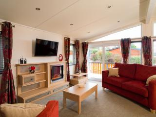 Hot tub luxury romantic lodge in Perthshire, Blairgowrie