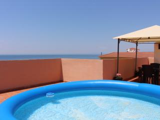 For 4 people within walking distance to the beach, Torrox