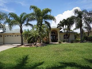 Casa Annalynn - Cape Coral 4b/2ba home w/electric heated pool, HSW Internet,