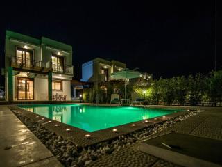 petra villas, Gennadi