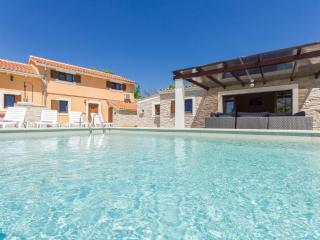 Newly renovated Villa with private pool, Zminj