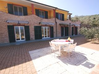 4 BEDROOMS VILLA WITH GARDEN | V38, Torrazza